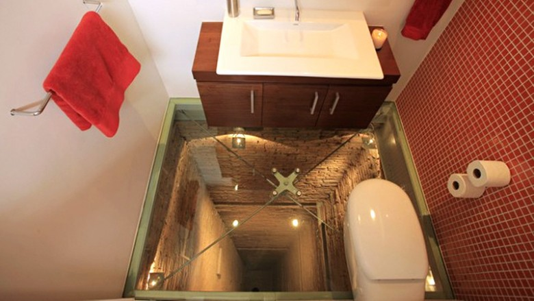 Bottomless pit bathroom - somewhere private