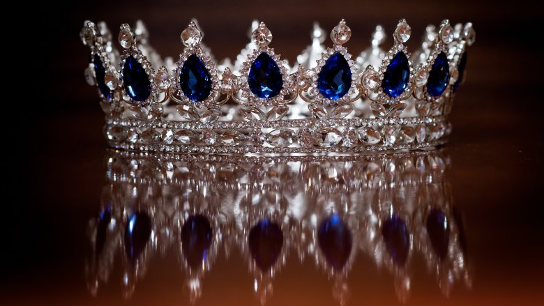 diamond crown sapphires