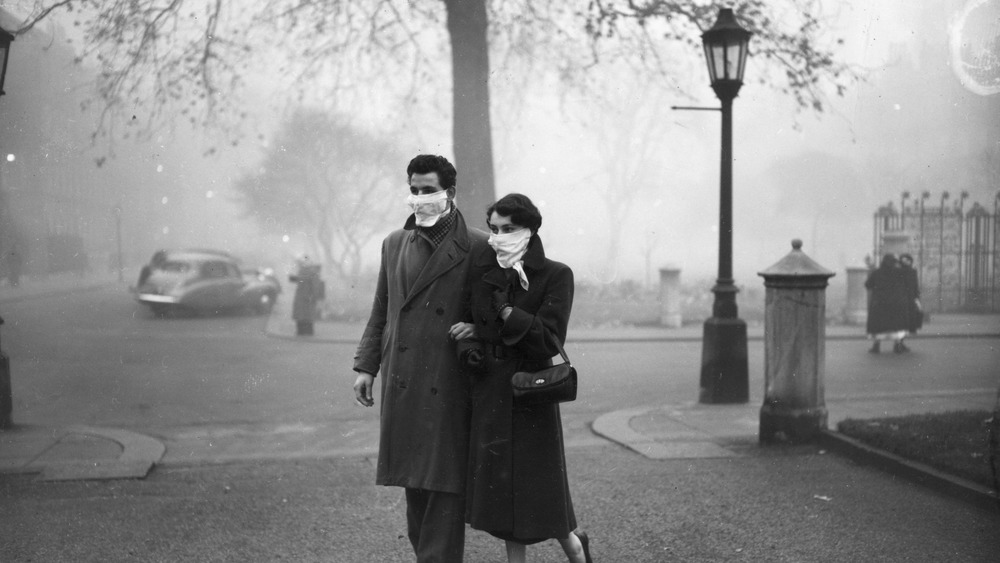 Couple walking through the Great Smog