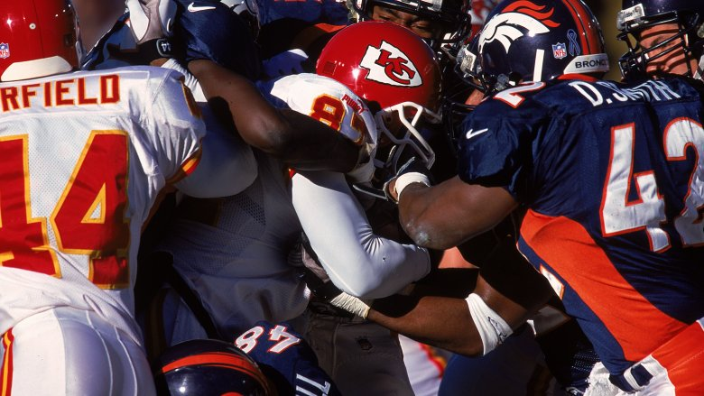 Chiefs RB Tamarick Vanover vs Denver defenders