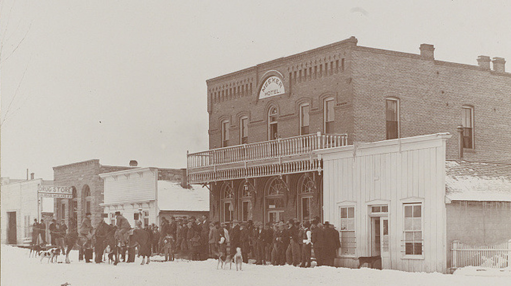 a crown of people outside the Meeker Hotel