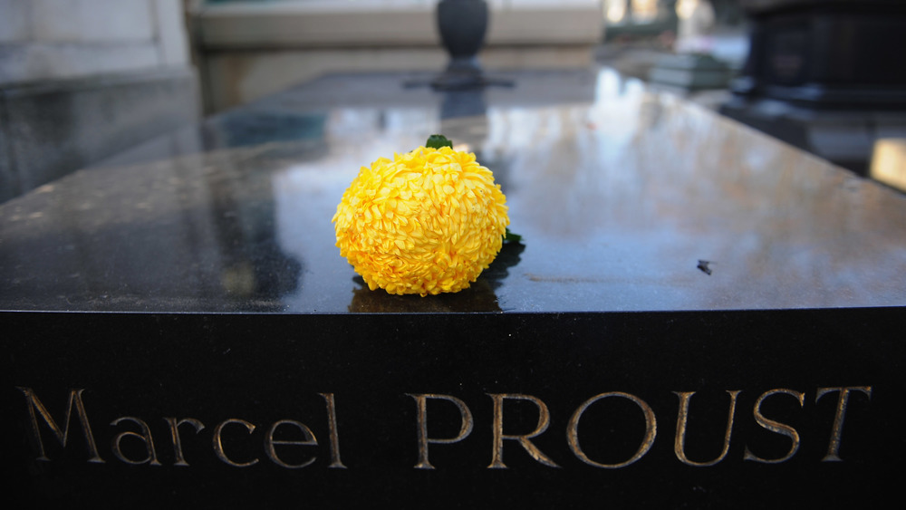marcel proust's grave with yellow flower