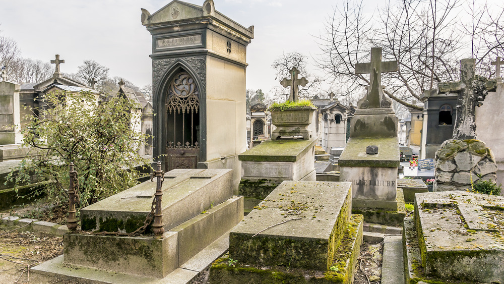 Pere Lachaise tombs covered in moss
