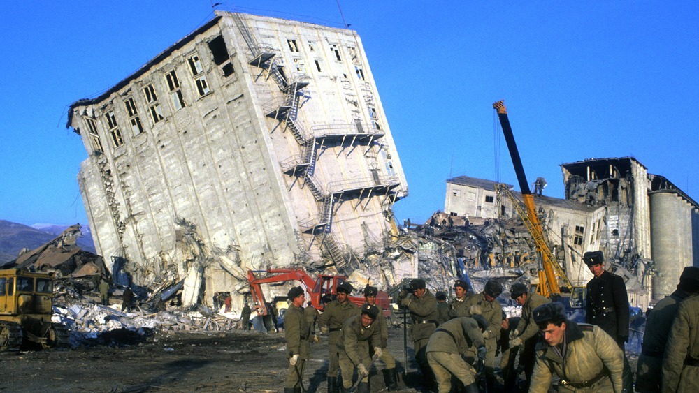 Destroyed building and soldiers